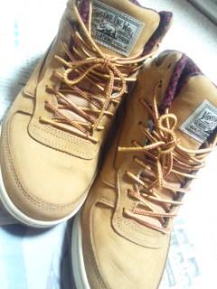 新しい靴。