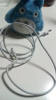 USBケーブル。